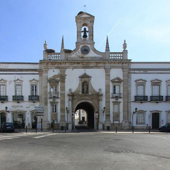 Arco da Vila, Faro by Nol Aders (creative commons)