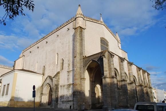 Igreja de Sao Francisco de Evora by Concierge.2C (creative commons)