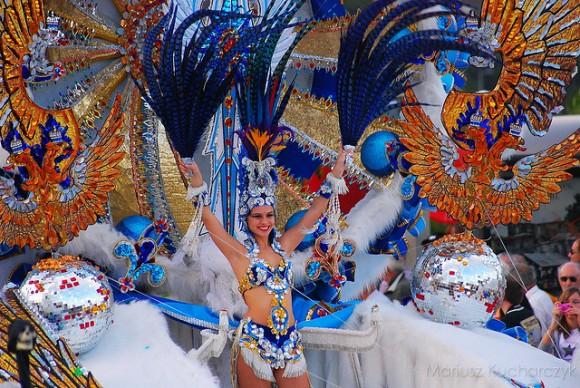 La Reina del Carnaval de Santa Cruz de Tenerife 2010 by Leinnad on Flickr (creative commons)
