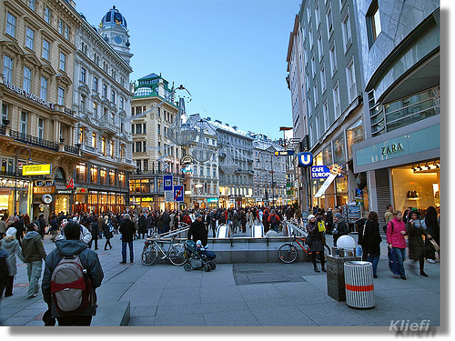 Shopping in Vienna (by Kliefi:Chris, creative commons license)