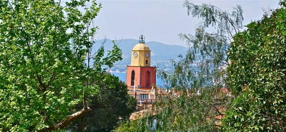 Eglise de Saint Tropez vue de la citadelle by Arnaudagius (creative commons)