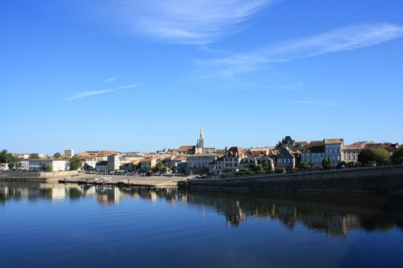 View from an old bridge in Bergerac by Lionel Allorge (creative commons)