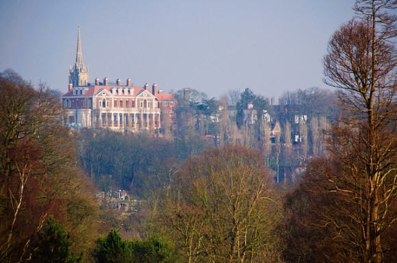 London's many parks make it a wonderful destination for walking.